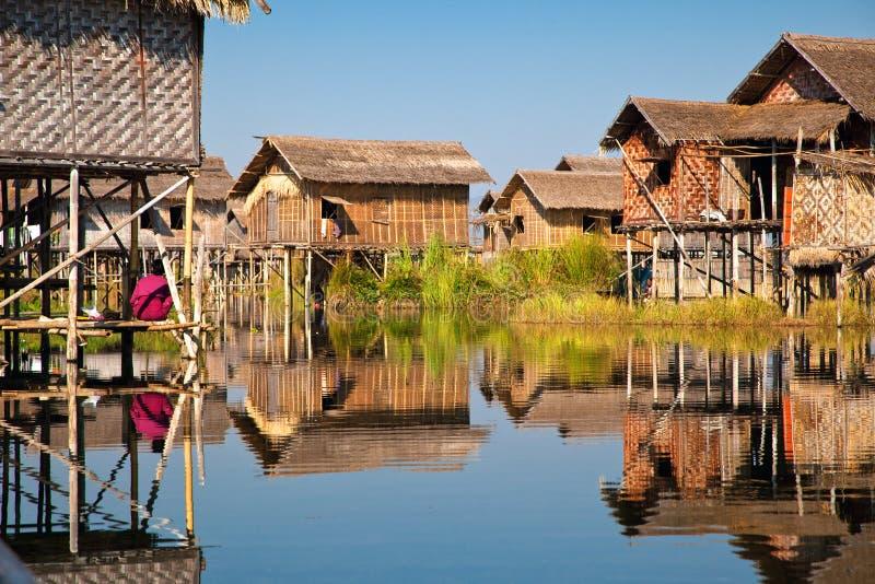 Villaggio di galleggiamento nel lago Inle immagini stock libere da diritti