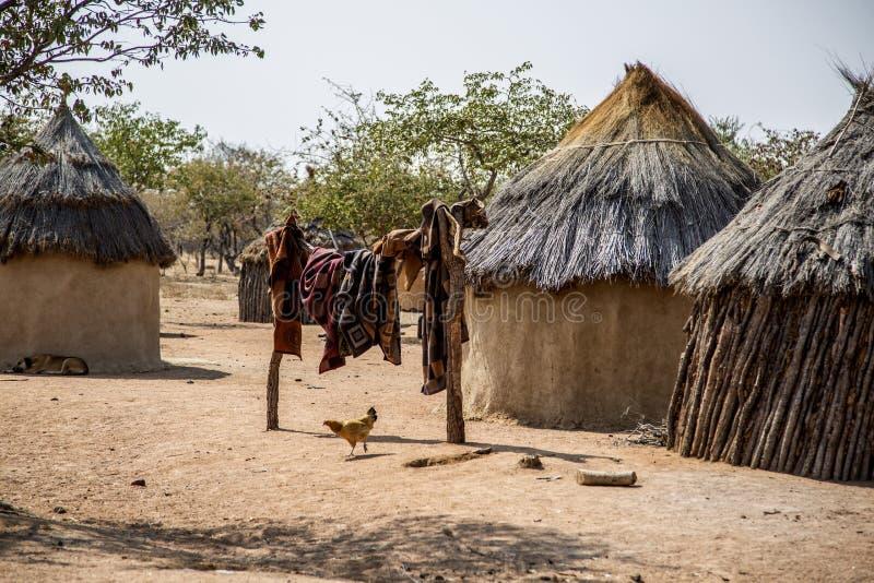 Villaggio di Himba in Namibia fotografie stock