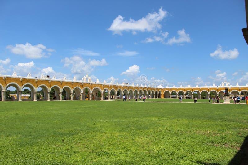 Villaggio di Izamal in Yucatan fotografie stock libere da diritti