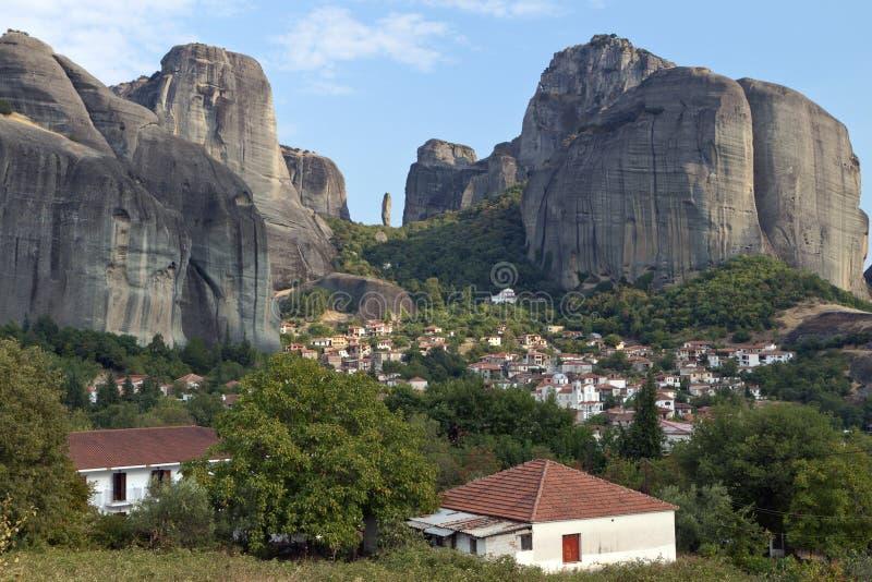 Villaggio di Kastraki a Kalambaka in Grecia fotografia stock libera da diritti