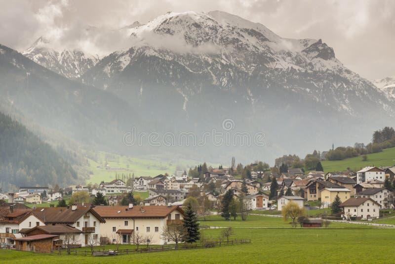 Villaggio di Mustair in Svizzera, Europa. fotografia stock libera da diritti