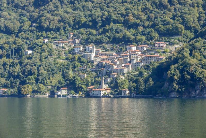 Villaggio di Pognana Lario sul lago Como, Italia fotografia stock libera da diritti