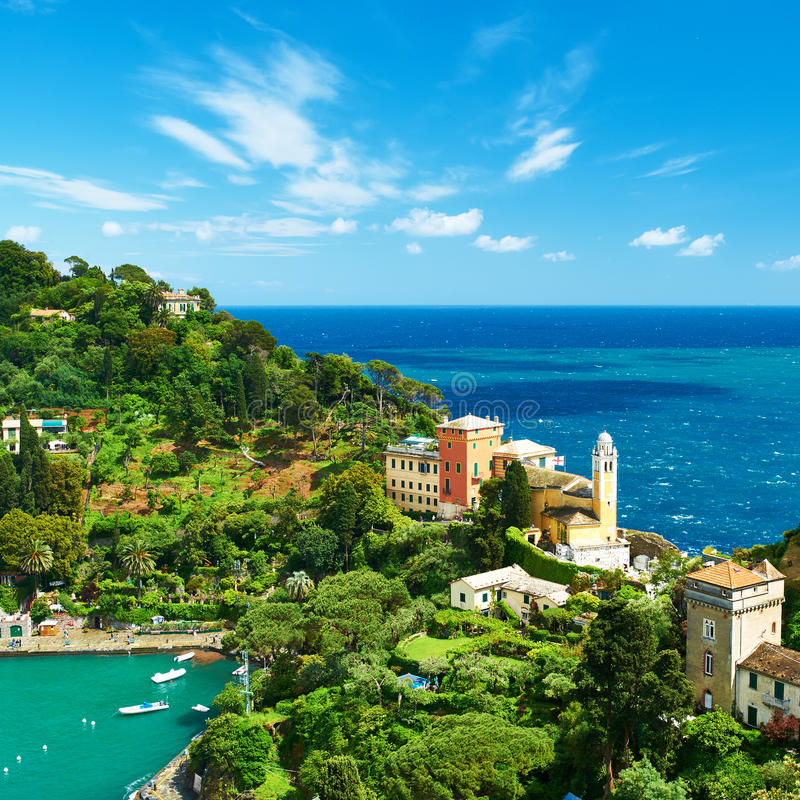 Villaggio di Portofino sulla costa ligura, Italia fotografie stock libere da diritti