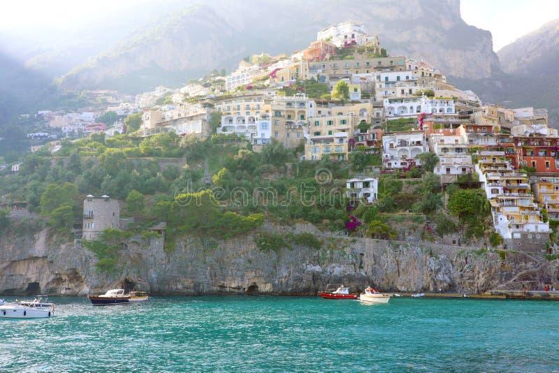 Villaggio di Positano, vista costa dal mare, Amalfi, Italia fotografia stock
