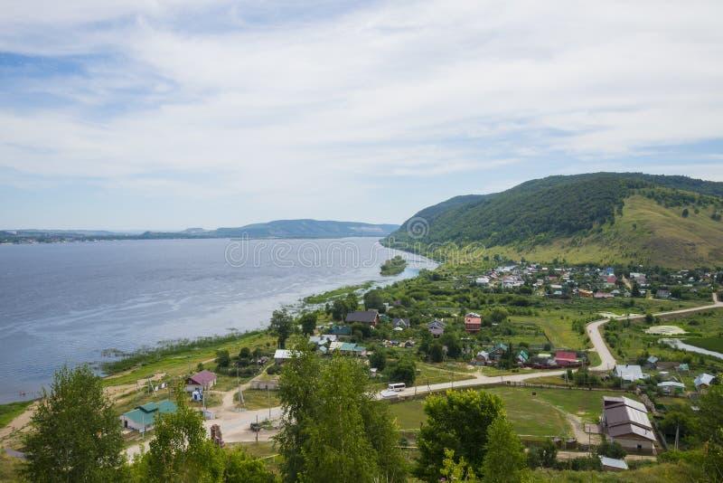 Villaggio di Shiryaevo intorno alle montagne di Zhigulevsky immagine stock libera da diritti