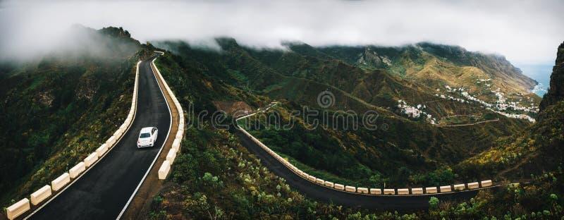 Villaggio di Taganana con la strada di bobina in Tenerife fotografia stock