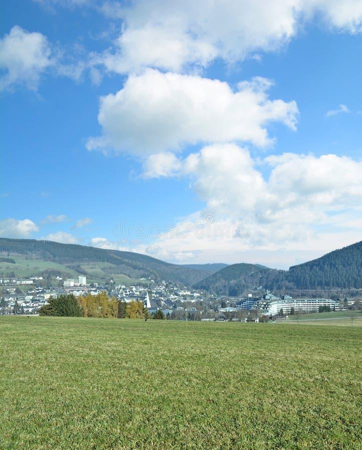 Villaggio di Willingen, Sauerland, Hesse, Germania immagini stock libere da diritti