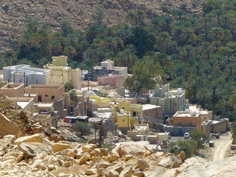 Villaggio a distanza in Wadi Bani Khalid, Oman immagine stock libera da diritti