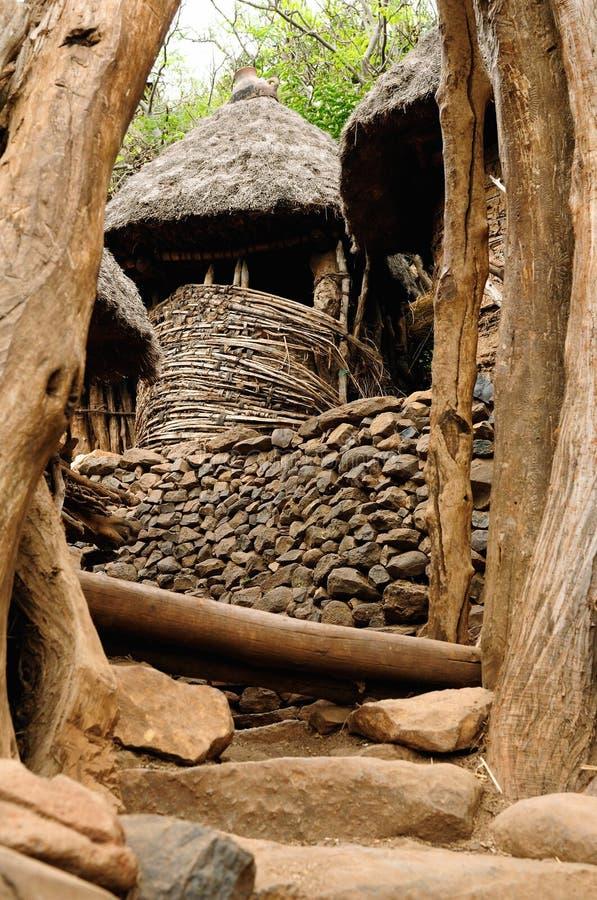 Villaggio etiopico in valle di Omo fotografia stock libera da diritti