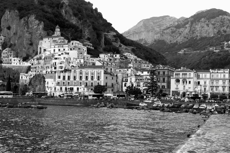 Villaggio Lanscape in bianco e nero di Amafi fotografie stock libere da diritti