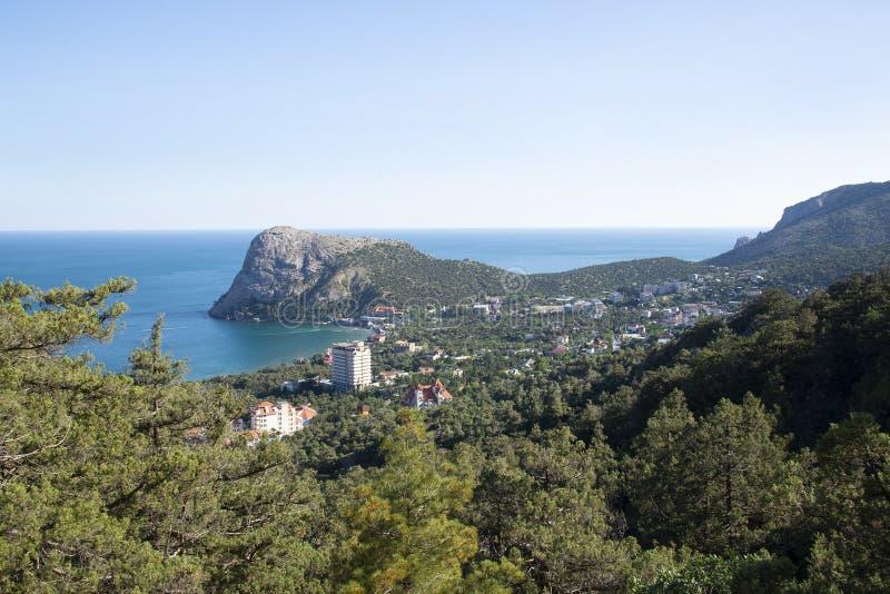 Villaggio montagne e dello svet della Crimea di Novy fotografia stock