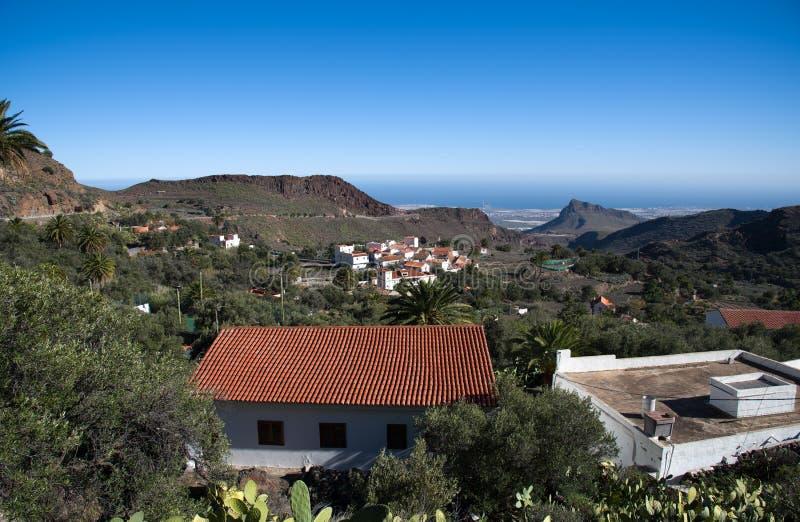 Villaggio in montagne immagine stock libera da diritti