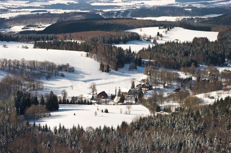 Villaggio nella foresta immagini stock