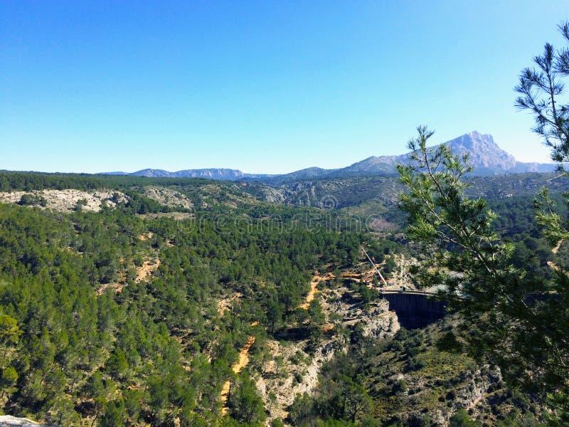 Villaggio nelle montagne, alpi Francia immagine stock