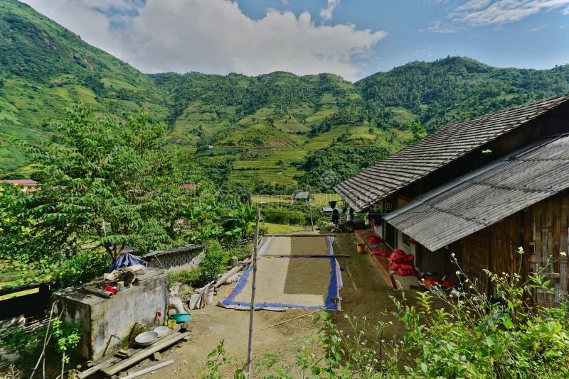 Villaggio noioso di divieto nel distretto di Sapa, Vietnam di nord-ovest fotografia stock