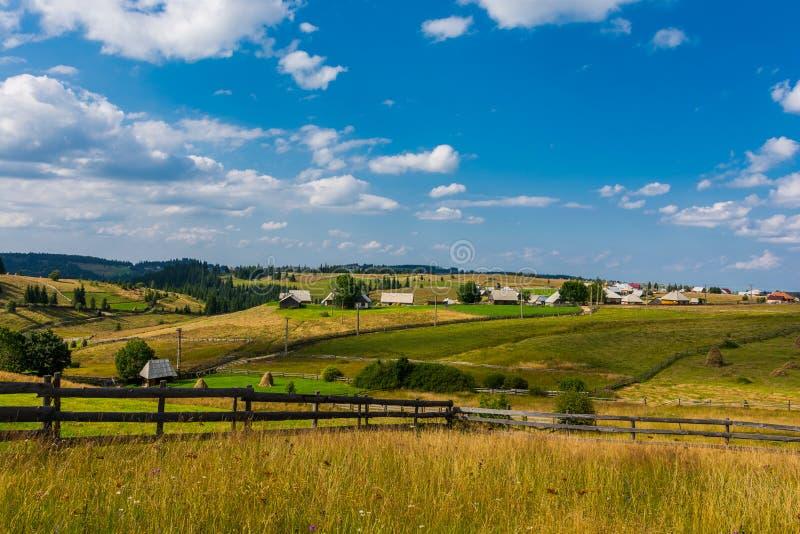 Villaggio rumeno tradizionale immagine stock