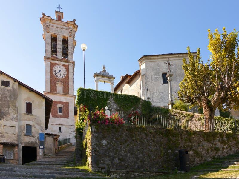 Villaggio Santa Maria del Monte fotografia stock