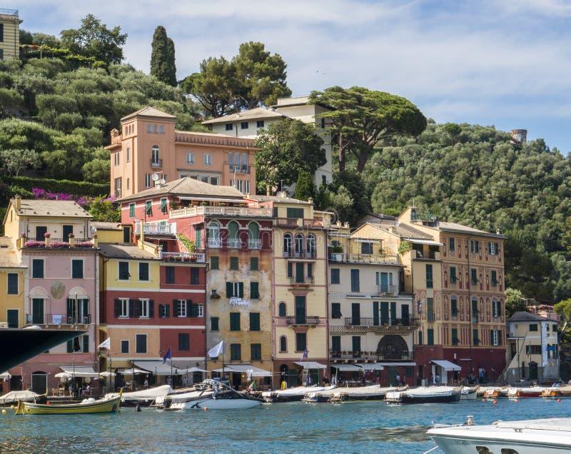 Villaggio stupefacente Portofino, spiaggia L'Italia immagini stock