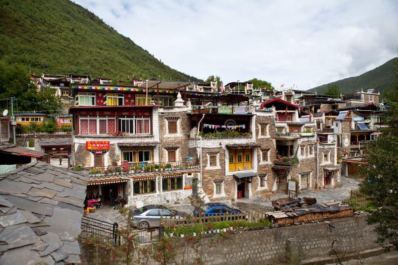 Villaggio tibetano in Sichuan, Cina immagini stock libere da diritti