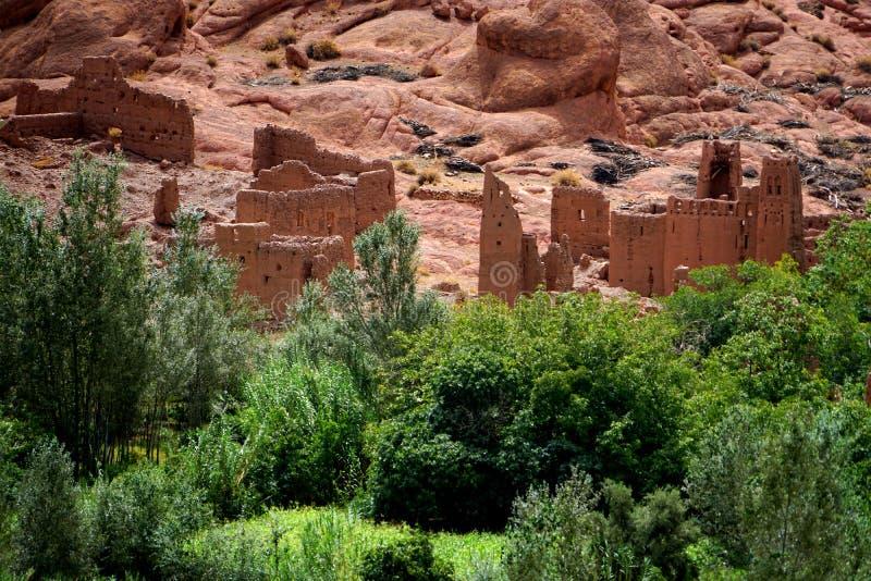 Villaggio tipico di berbero delle montagne di atlante nel Marocco fotografia stock libera da diritti