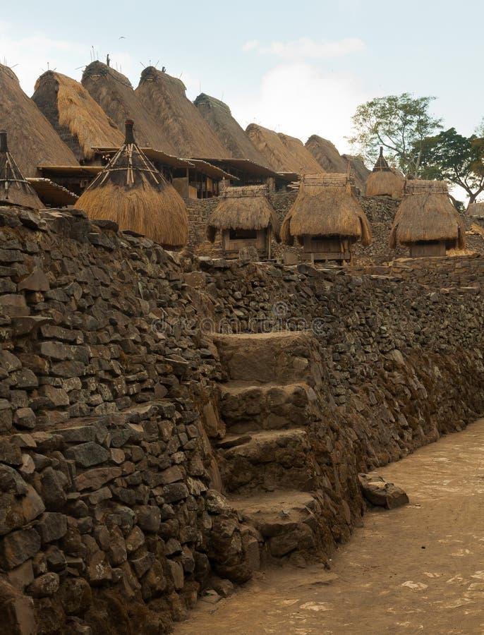 Villaggio tradizionale Bena sull'isola Indonesia del Flores immagine stock