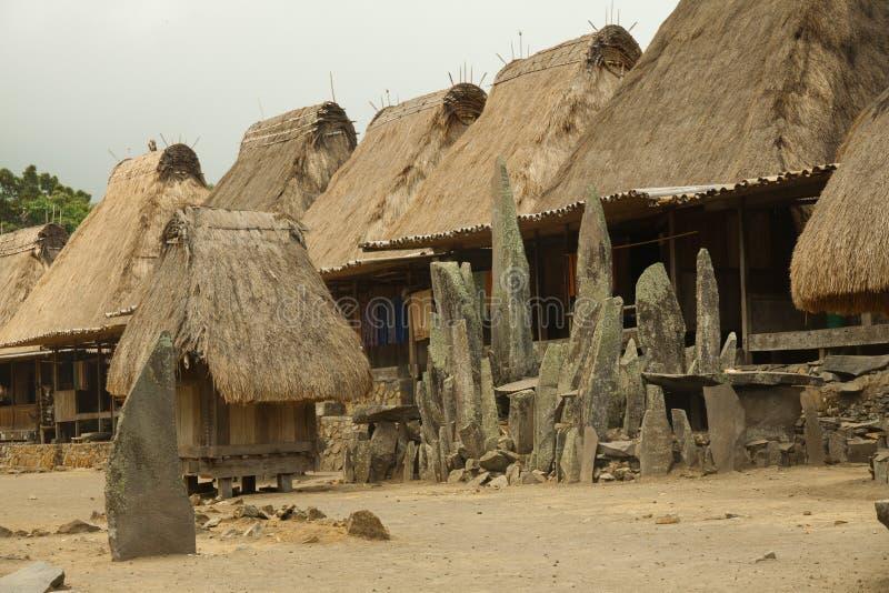 Villaggio tradizionale Bena sull'isola Indonesia del Flores immagini stock