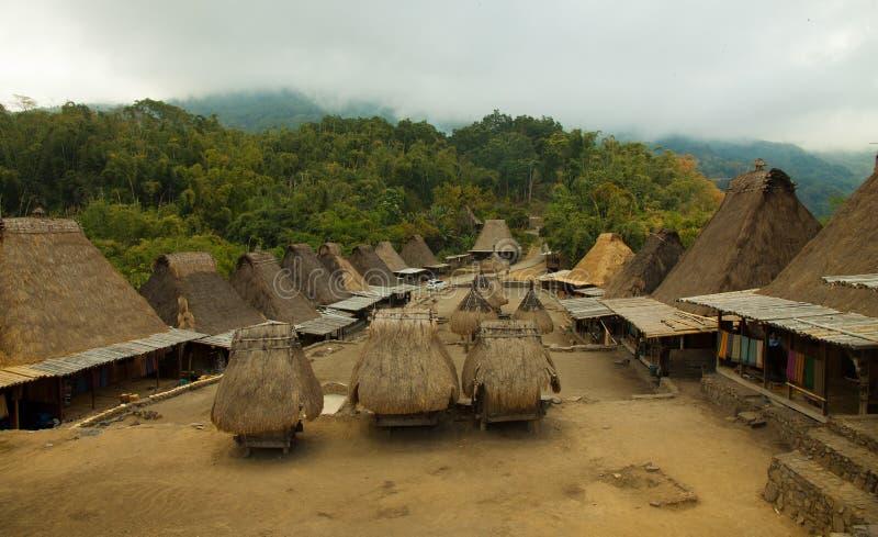 Villaggio tradizionale Bena sull'isola Indonesia del Flores fotografia stock