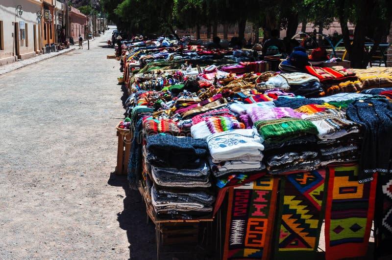 Villaggio variopinto e mercato di Purmamarca, Argentina fotografia stock