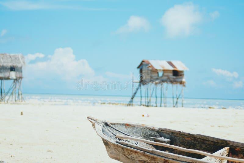 Villaggio zingaresco del mare alla riva dell'isola di Maiga, Semporna, Sabah, Malesia fotografie stock