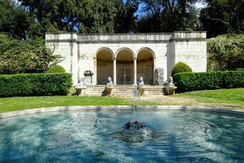 Villan Borghese arbeta i trädgården i Rome arkivbilder