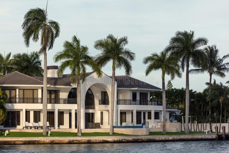 Villas de luxe dans Sunny Isles Beach photographie stock