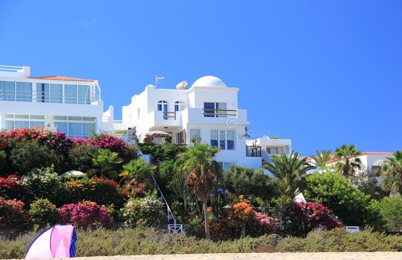 Villas du front de mer de luxe de vacances. photos stock