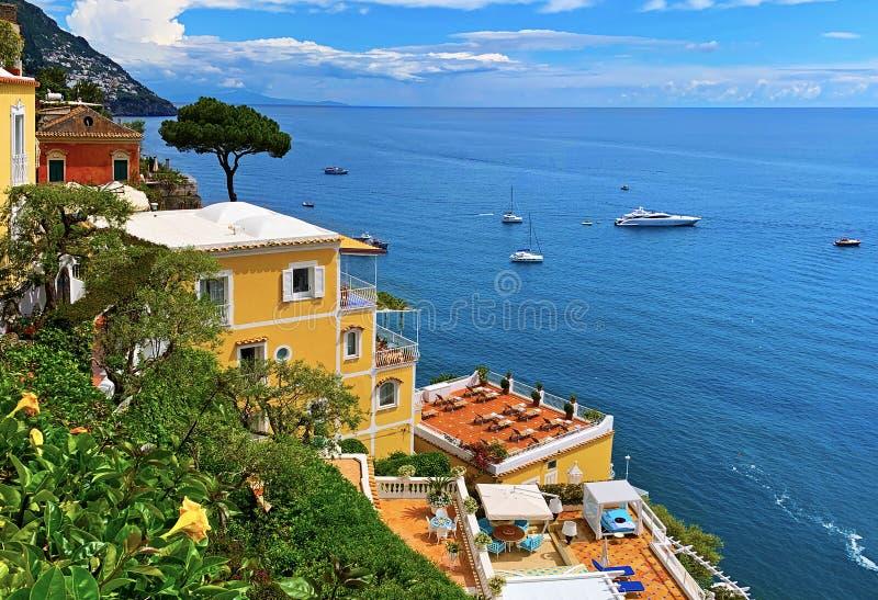 Villas mediterrânicas, Positano, Itália fotografia de stock royalty free