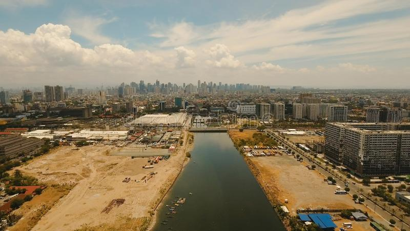 Ville aérienne avec des gratte-ciel et des bâtiments Philippines, Manille, Makati photographie stock libre de droits