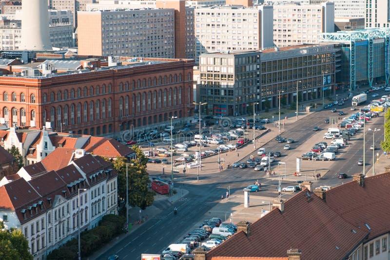 Ville aérienne, concept du trafic urbain - voitures sur le carrefour dans Berli photographie stock