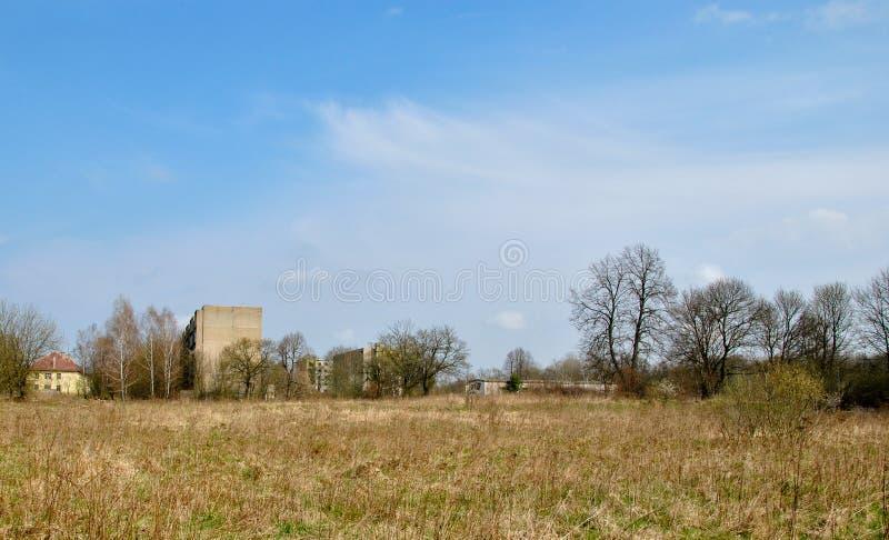Ville abandonnée dans la région sauvage photo libre de droits