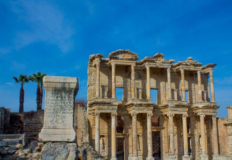 Ville antique antique d'Efes, ruine de bibliothèque d'Ephesus en Turquie images stock