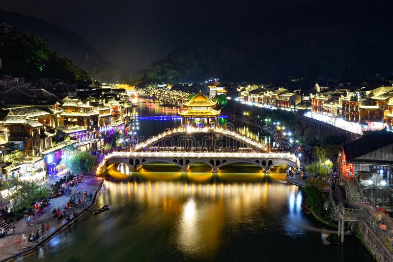 Ville antique de Fenghuang la nuit photo stock