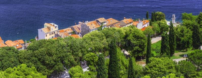ville antique de panorama de 31 multiplexeurs sur la Mer Adriatique Roo de terre cuite image stock