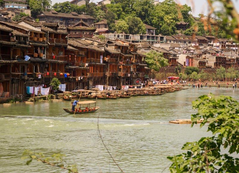 ville antique fenix en chine paysage asiatique historique avec des canaux de l 39 eau chambres en. Black Bedroom Furniture Sets. Home Design Ideas