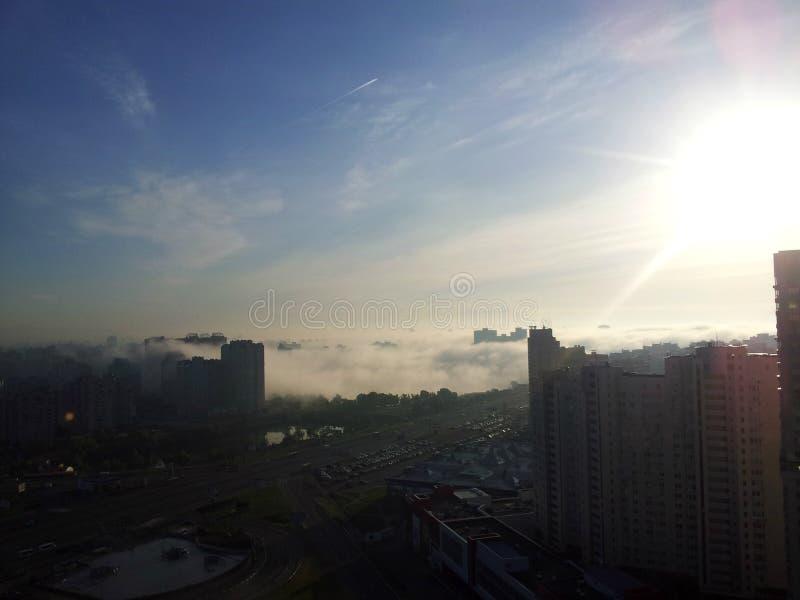 Ville au coucher du soleil photo libre de droits
