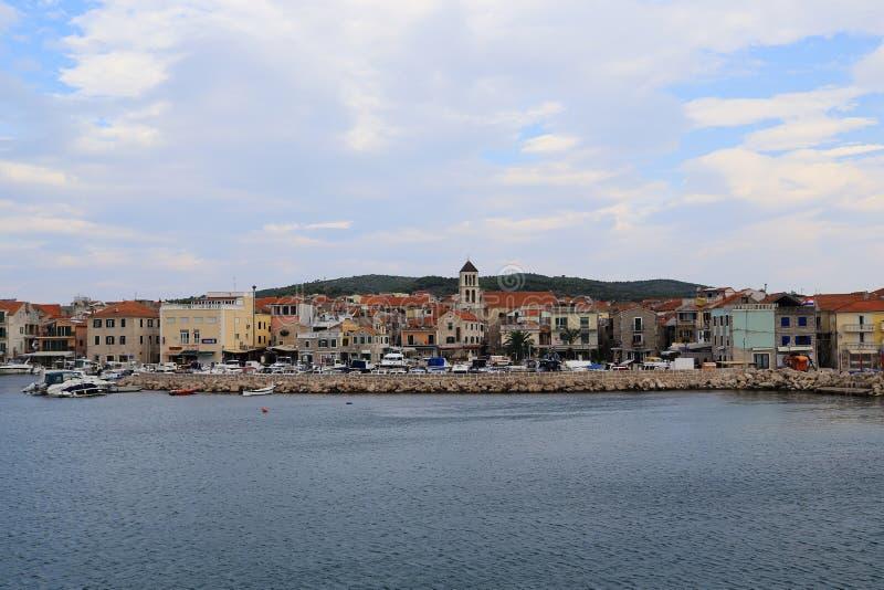 Ville côtière croate Vodice images libres de droits