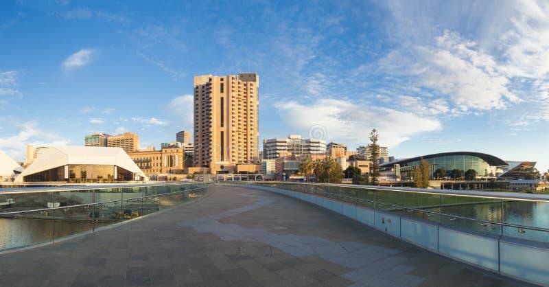 Ville d'Adelaïde dans l'Australie au coucher du soleil photo stock