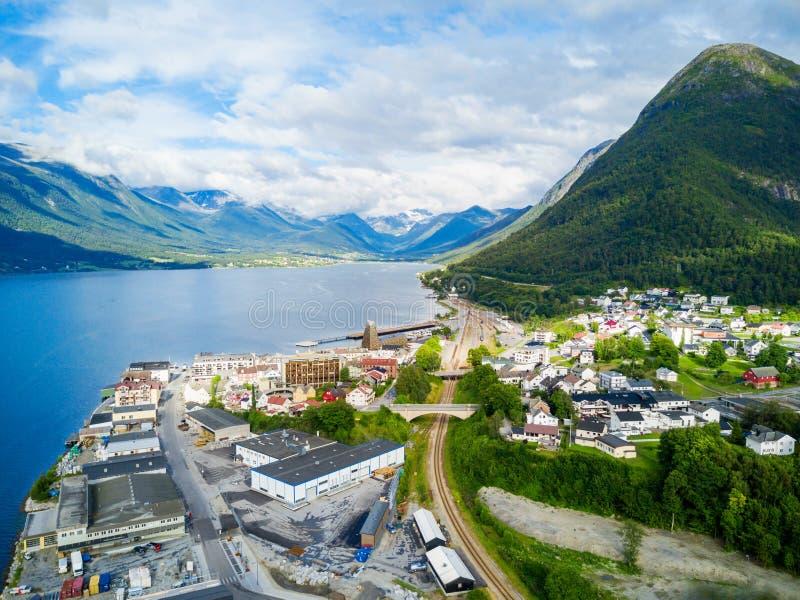 Ville d'Andalsnes en Norvège photographie stock libre de droits