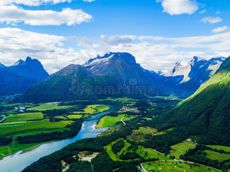 Ville d'Andalsnes en Norvège images stock