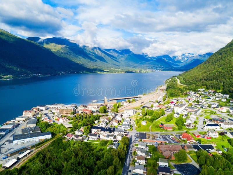 Ville d'Andalsnes en Norvège photographie stock