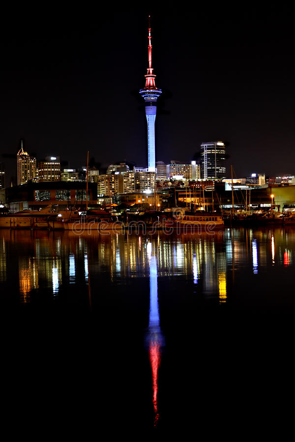 Ville d'Auckland par Night images stock