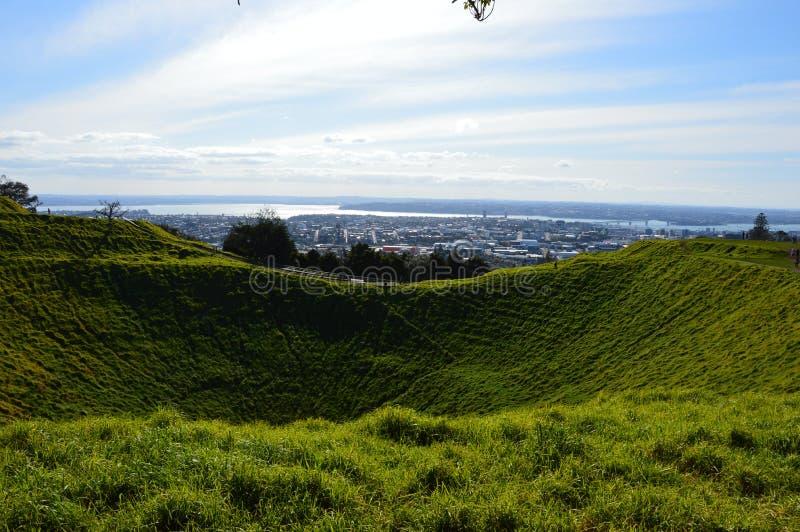 Ville d'Auckland - Volcano Crater Mount Eden Domain photographie stock libre de droits