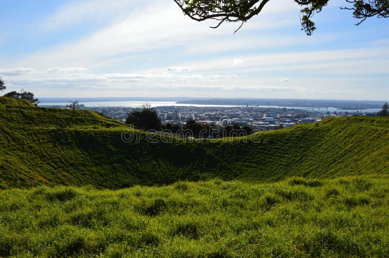 Ville d'Auckland - Volcano Crater Mount Eden Domain images libres de droits
