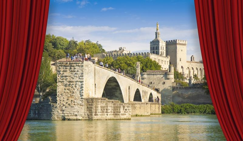 Ville d'Avignon avec le pont médiéval cassé antique du saint Benezet Europe-France-Provence - image de concept photo stock